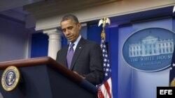 El presidente estadounidense Barack Obama habla durante una conferencia de prensa en la Casa Blanca en Washington (EE.UU.) al conocer del fallecimiento de Nelson Mandela. .