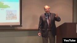 Manuel Cereijo imparte una conferencia en Miami en 2013. (Captura de video/YouTube/Wenceslao Cruz)