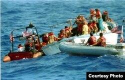 Guardacostas estadounidenses interceptan a balseros cubanos. Archivo.