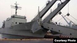 El buque Papaloapán lleva a bordo 163 toneladas de láminas de fibrocemento