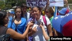 Gaby Arellano (al centro) durante las manifestaciones ocurridas los días previos a la convocatoria del 22 de marzo.