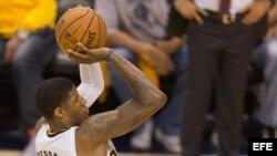 Paul George, de los Pacers de Indiana, anotó anoche 37 puntos contra el Heat de Miami.