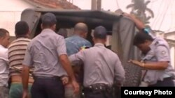 Impiden solidaridad con opositora agredida y periodista encarcelado
