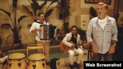 """El músico y actor cubano Bebo Aragón, que acaba de lanzar su fonograma """"La vuelta al mundo""""."""