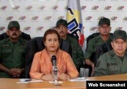 Lucena, presidenta del CNE, presentó su teoría conspirativa rodeada del mando militar