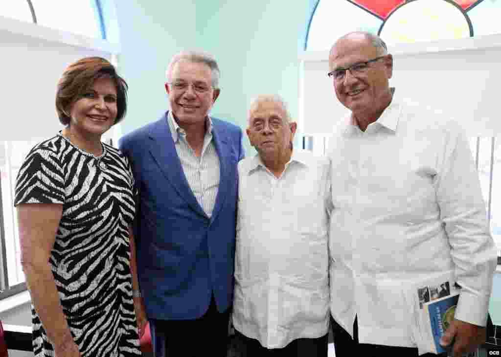 De izq. a der. Silvia y Benjamín León, Julio Estorino y el Dr. Rafael Peñalver. Foto OCB/ Roberto Koltun.