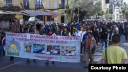 Obreros de Enatex en marcha hacia La Paz, Bolivia