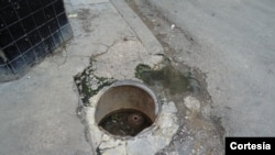 Registro de agua en una calle de La Habana