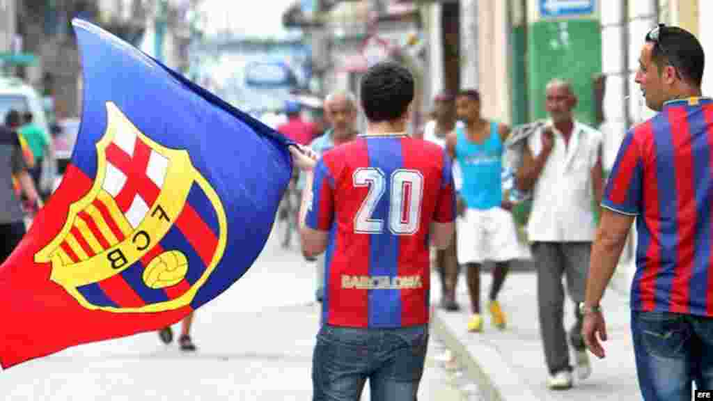 Seguidores del Club Barcelona momentos antes de comienzo del juego.