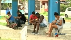 Jóvenes cubanos usan red clandestina para acceder a internet