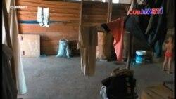 Familia cubana decide vivir en un almacén por falta de vivienda
