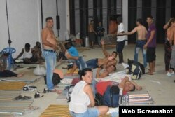 Cubanos en Turbo ante una encrucijada: seguir por su cuenta a Panamá o regresar a Ecuador
