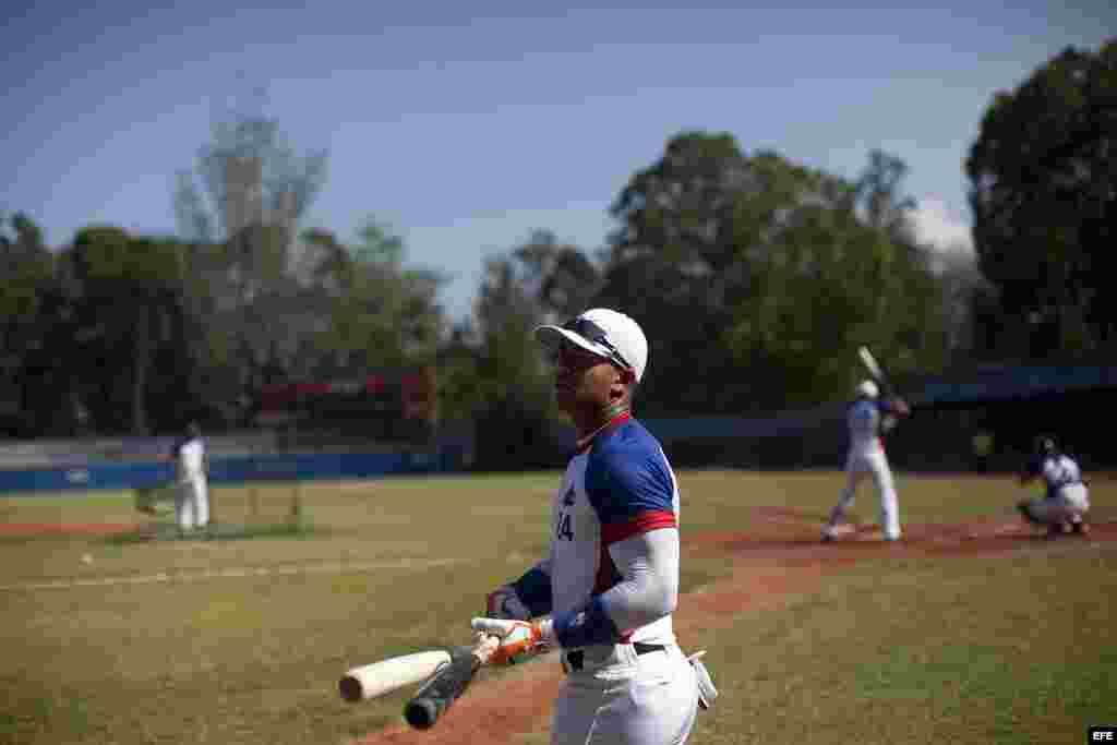 Yoan Moncada hizo su primera aparición ante unos 50 cazatalentos de la MLB.