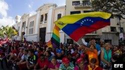 Seguidores del presidente Hugo Chávez enero de 2013, afuera de instalaciones de la Asamblea Nacional