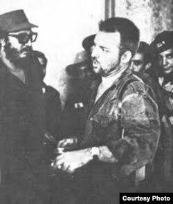 Fidel Castro y William Morgan después del triunfo de la Revolución en 1959