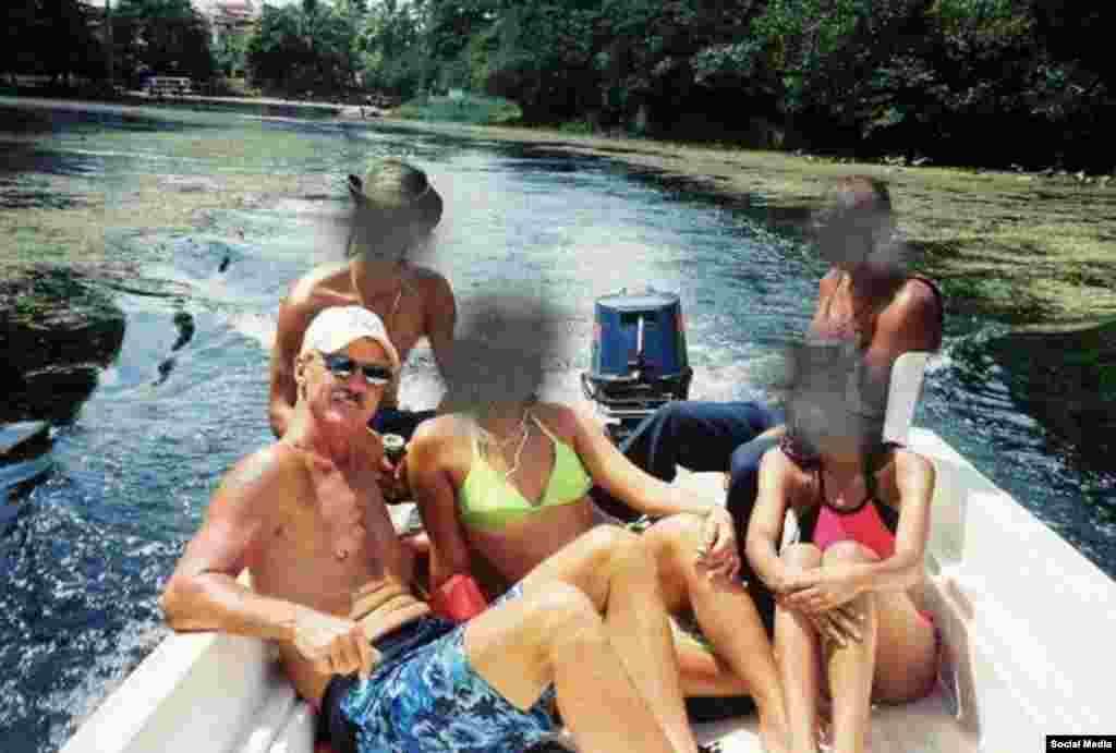 Cubadave en Cuba, Strecker asegura que la foto fue tomada en San Antonio.