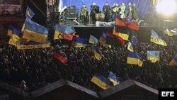 Los manifestantes se han congregado en la Plaza de la Independencia en Kiev.