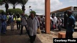 El contingente médico cubano que cooperará en la lucha contra el ébola llega a Guinea-Conakry.