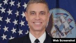 """El contraalmirante Peter Clarke asumió el comando"""" de la prisión de Guantánamo."""