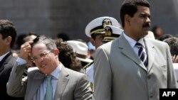 Alvaro Uribe Vélez y Nicolás Maduro