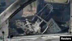 Un fragmento de video publicado por la familia Lebaron en redes sociales muestra uno de los autos atacados.