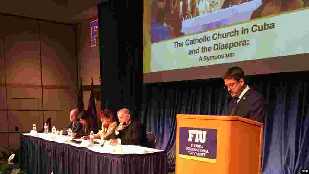Simposio sobre la iglesia católica en Cuba