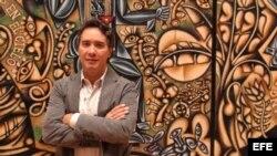El artista Carlos Luna es visto hoy, jueves 11 de junio de 2015, en Miami (Estados Unidos).