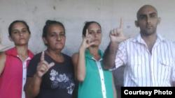 (i-d) Adairis Miranda, Maidolis Leyva, Anairis Miranda y Fidel Batista Leyva.