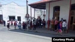 Colas en TRD Manicaragua / Foto cortesía de Osmel Rodríguez