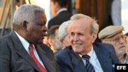 Qué risa me da tu caso: Esteban Lazo (i) sustituyó a Ricardo Alarcón (d) como presidente de la Asamblea Nacional del Poder Popular.