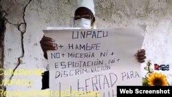 Pablo Moya Déla se manifiesta pacíficamente para exigir el respeto a sus derechos como ciudadano. (YouTube)