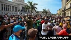El 11 de julio los cubanos llegaron hasta el frente del Capitolio, sede de la Asamblea Nacional, exigiendo el fin del régimen comunista.