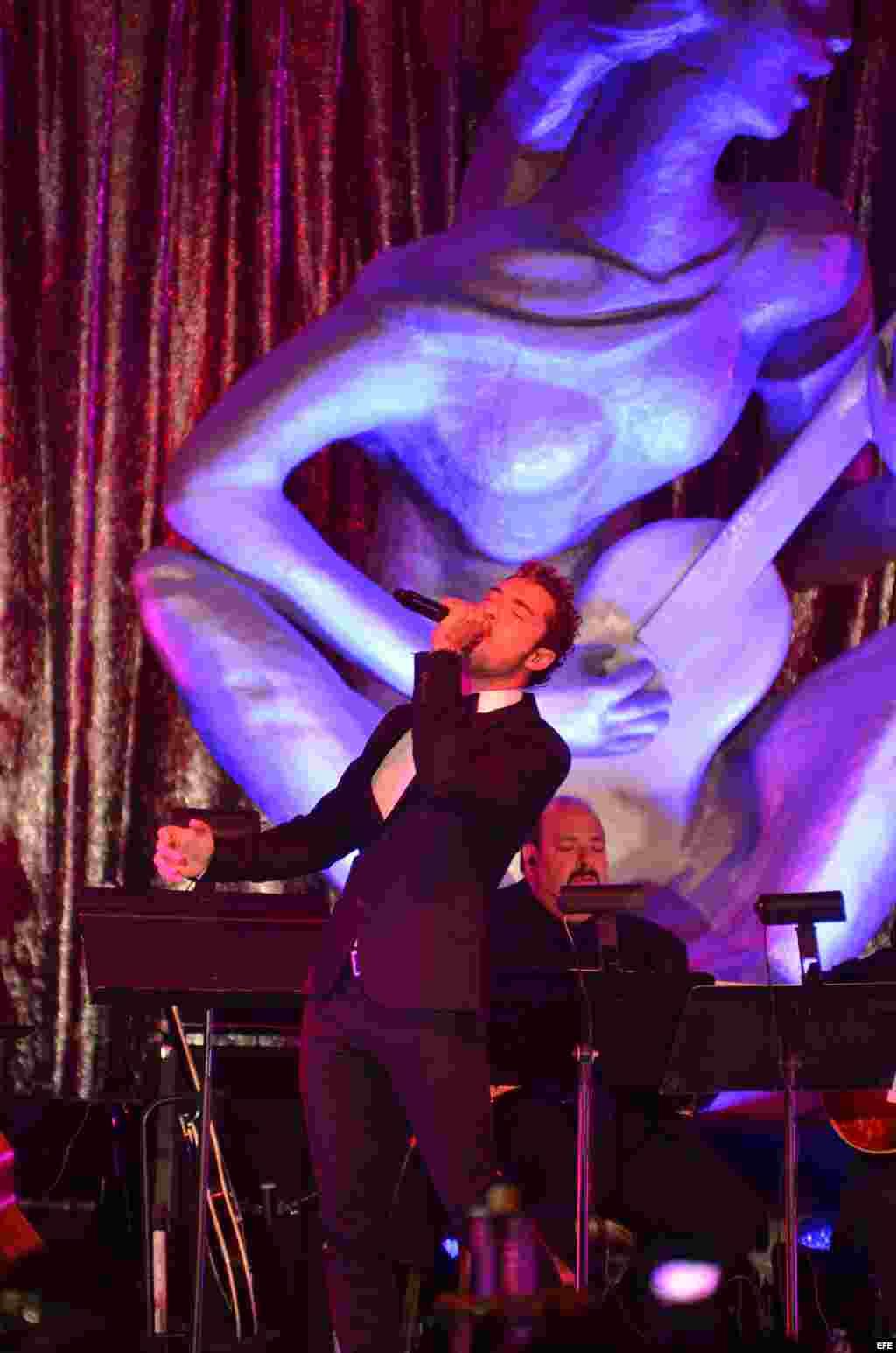 El cantante español David Bisbal se presenta en la ceremonia de los premios La Musa