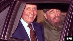 El Rey Juan Carlos y Fidel Castro compartieron auto.