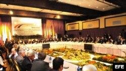 Fotografía de archivo. Vista general de la reunión de cancilleres y ministros de Economía o de Hacienda de los países miembros del Mercosur, el 28 de junio de 2007, en Asunción. EFE/Iván Franco