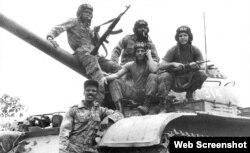 Soldados cubanos en Angola.