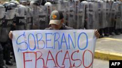 La policía bloqueó una marcha de estudiantes en Caracas este miércoles