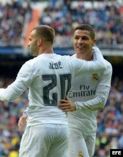 Jesé felicita a Ronaldo.