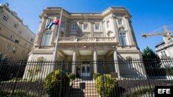 Fachada de la embajada cubana en Washington (Estados Unidos) 3 de octubre de 2017