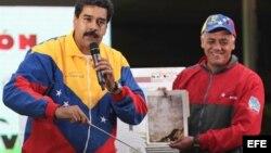 Nicolás Maduro aseguró que el rostro del fallecido gobernante Hugo Chávez apareció en una de las paredes rocosas de uno de los túneles, que forman parte de la excavación de una línea en construcción del Metro de Caracas.