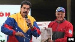 Maduro aseguró que el rostro del fallecido gobernante Hugo Chávez apareció en una de las paredes de uno de los túneles, que forman parte de la excavación de una línea en construcción del Metro de Caracas, y de la cual mostró una foto.