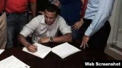 Roberto Baldoquín firmó un contrato de liga menor con Los Ángeles Angels of Anaheim.