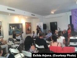Participantes en el panel dedicado al poeta Rafael Alcides, de izq. a der. (Luis Felipe Rojas, Regina Coyula, Félix Luis Viera, Manuel V. Portal y Ramón Fernández-Larrea).