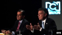 Los candidatos a la Presidencia de Colombia el mandatario Juan Manuel Santos (d) y Oscar Iván Zuluaga (i), del Centro Democrático.