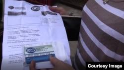 La tarjeta AIS ha sido la vía para que los cubanos de la isla tengan en una tarjeta magnética saldos en dólares con valor en las tiendas del gobierno, y que solo pueden sacar de los cajeros automáticos en CUC y CUP (Foto/Archivo).