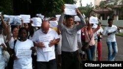 Imagen tomada minutos antes del arresto en La Habana el 4 de octubre. Foto: Ángel Moya.