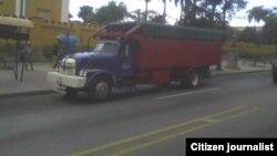 Sector privado,principal transporte para viajar en Santiago de Cuba foto Ridel Brea