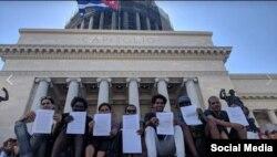 Artistas muestran cartas de protesta contra el Decreto 349.