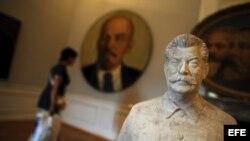 Escultura del dictador soviético Josef Stalin, en la National Art Gallery, en Sofía, Bulgaria.
