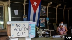 No se aceptan CUC en una bodega en La Habana. YAMIL LAGE / AFP